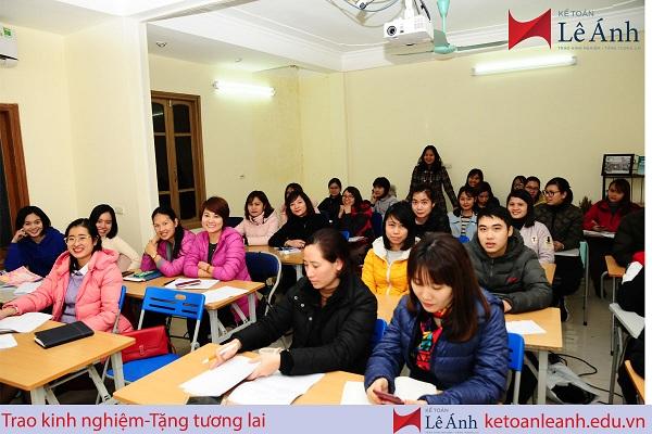 Lớp học kế toán tại Lê Ánh
